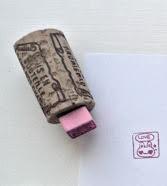 http://www.elrincondelascosasbonitas.com/2013/11/otra-idea-para-hacer-sellos-con-corchos.html