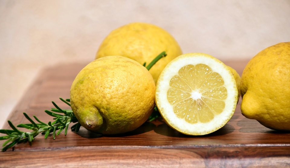 relieve a itchy scalp with lemon juice