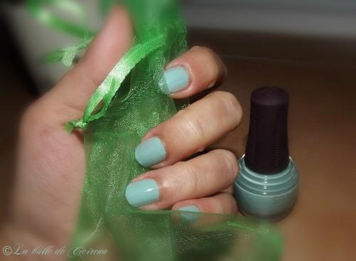 vernis bleu-vert d'eau pastel