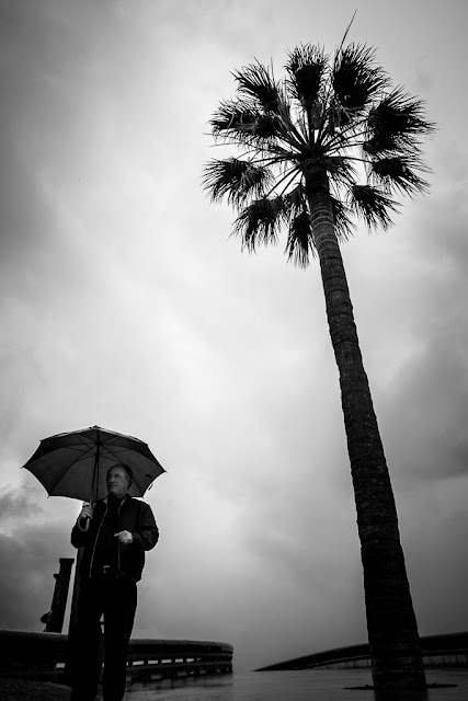Fotografiando bajo la lluvia incluyendo personas