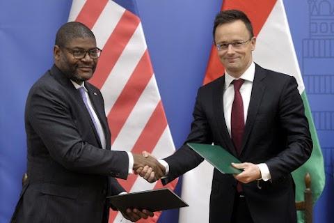 Szijjártó: először akkreditál Magyarország nagykövetet Libériába