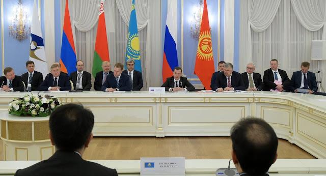 Rusia y Armenia muestran declive en apoyo público a la UEE