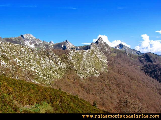 Ruta al Campigüeños y Carasca: Vista de la Sierra de los Duernos y Campigüeños