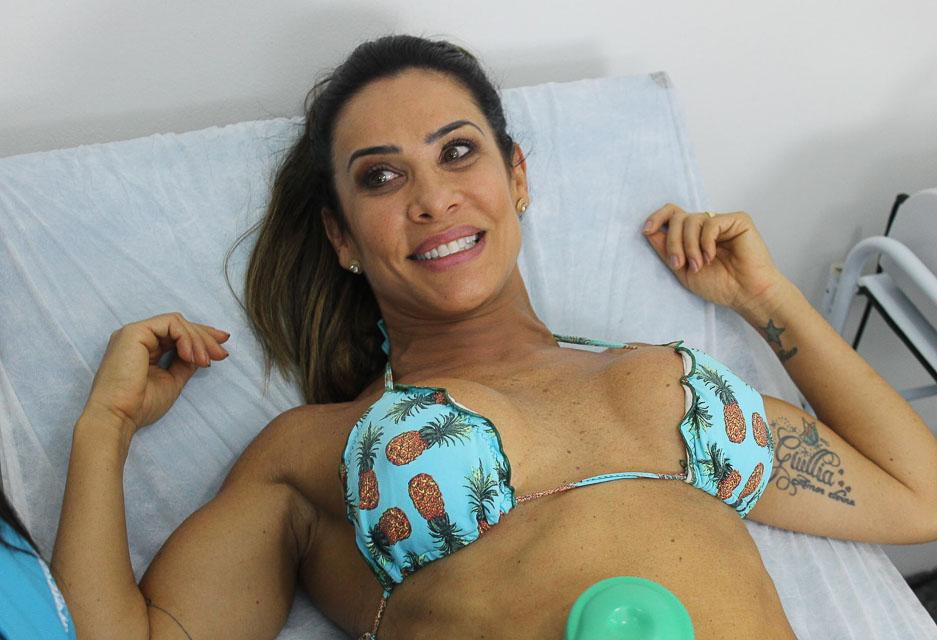 Aos 43 anos, Scheila Carvalho cuida da boa forma em clínica de estética. Foto: Renato Cipriano/Divulgação