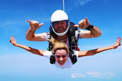 Giovanna Lancellotti salta de paraquedas em Dubai — Foto: Arquivo pessoal