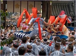 เทศกาลเทนจิน (Tenjin Festival)