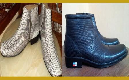 Sepatu hasil usaha ekonomi kreatif ini diproduksi di daerah Buleleng acadc12280