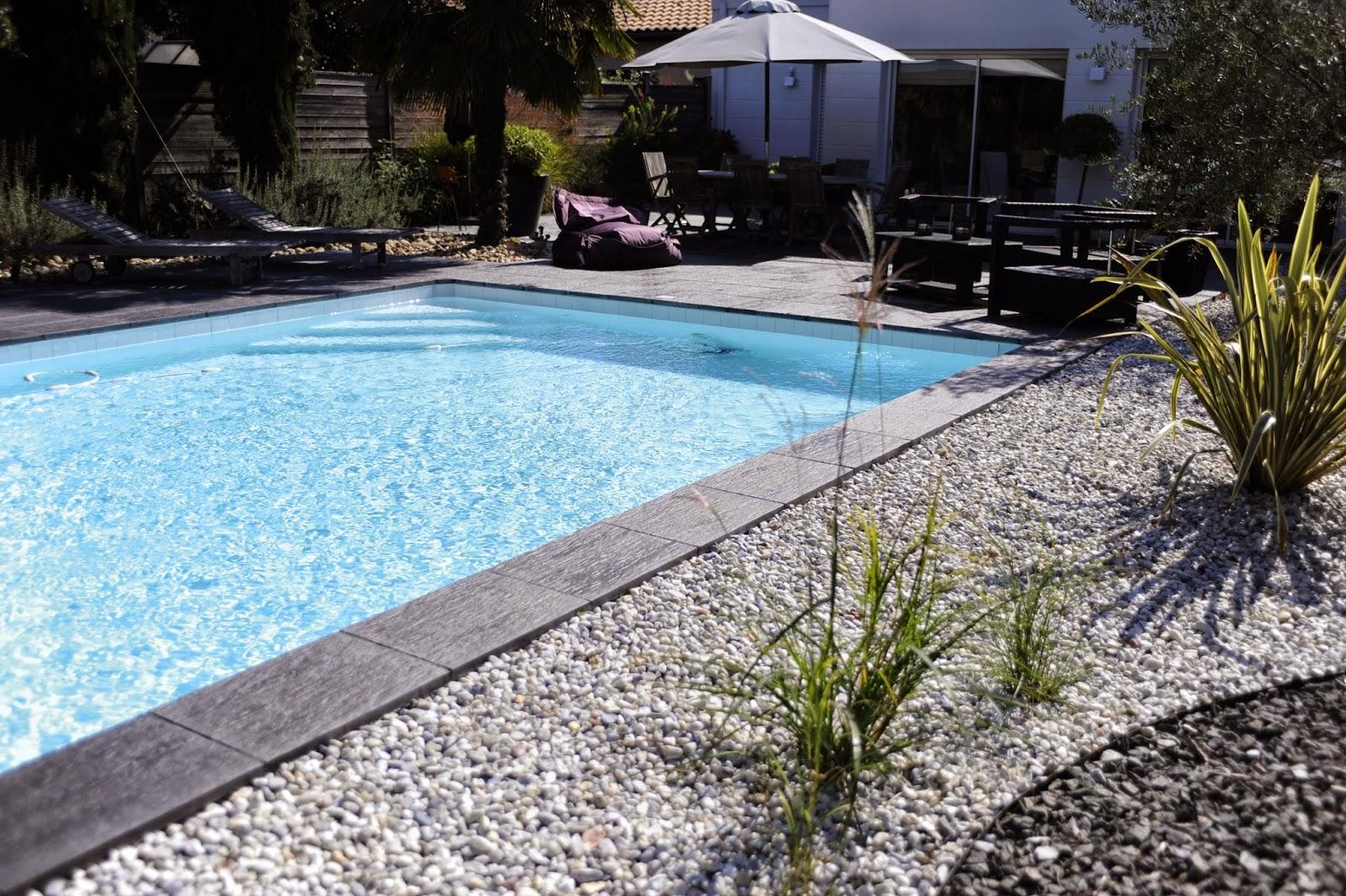 construction de piscines entretenir sa piscine. Black Bedroom Furniture Sets. Home Design Ideas