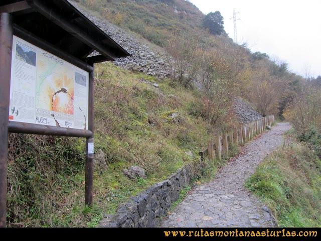 Ruta de las Xanas y Senda de Valdolayés: Entrada en el desfiladero de las Xanas