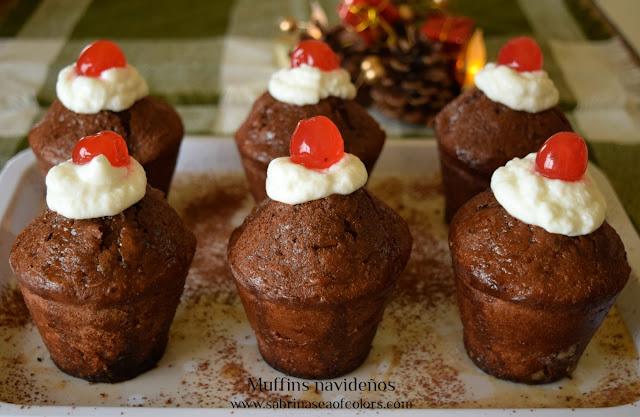 Muffins de chocolate y fruta macerada