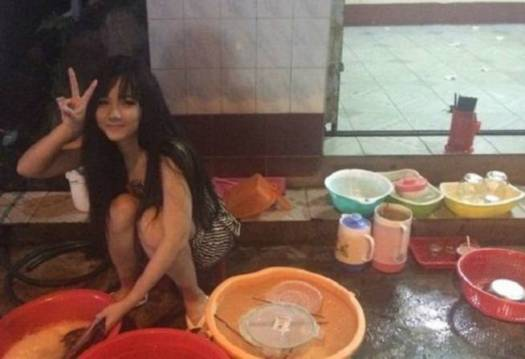 Nguyen Thi Hai Yen  Gadis Cantik Rajin Cuci Piring Asal Vietnam