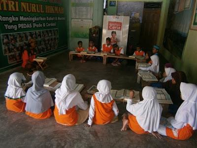 4 Cara Mencerdaskan Anak Menurut Islam