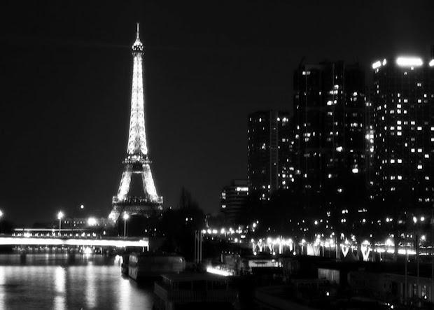 Black and White City Lights Wallpaper