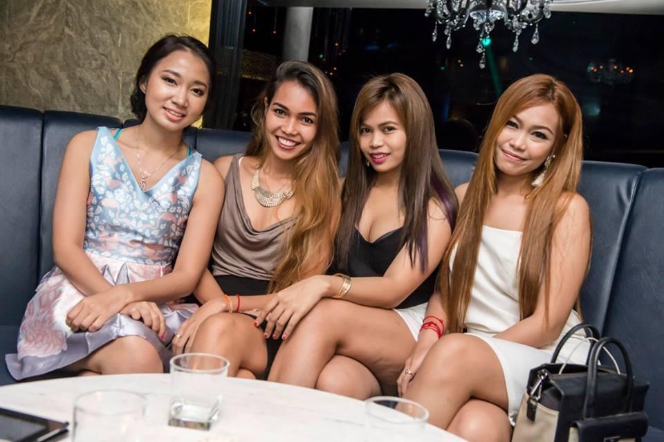 Azijski shemale analni seks