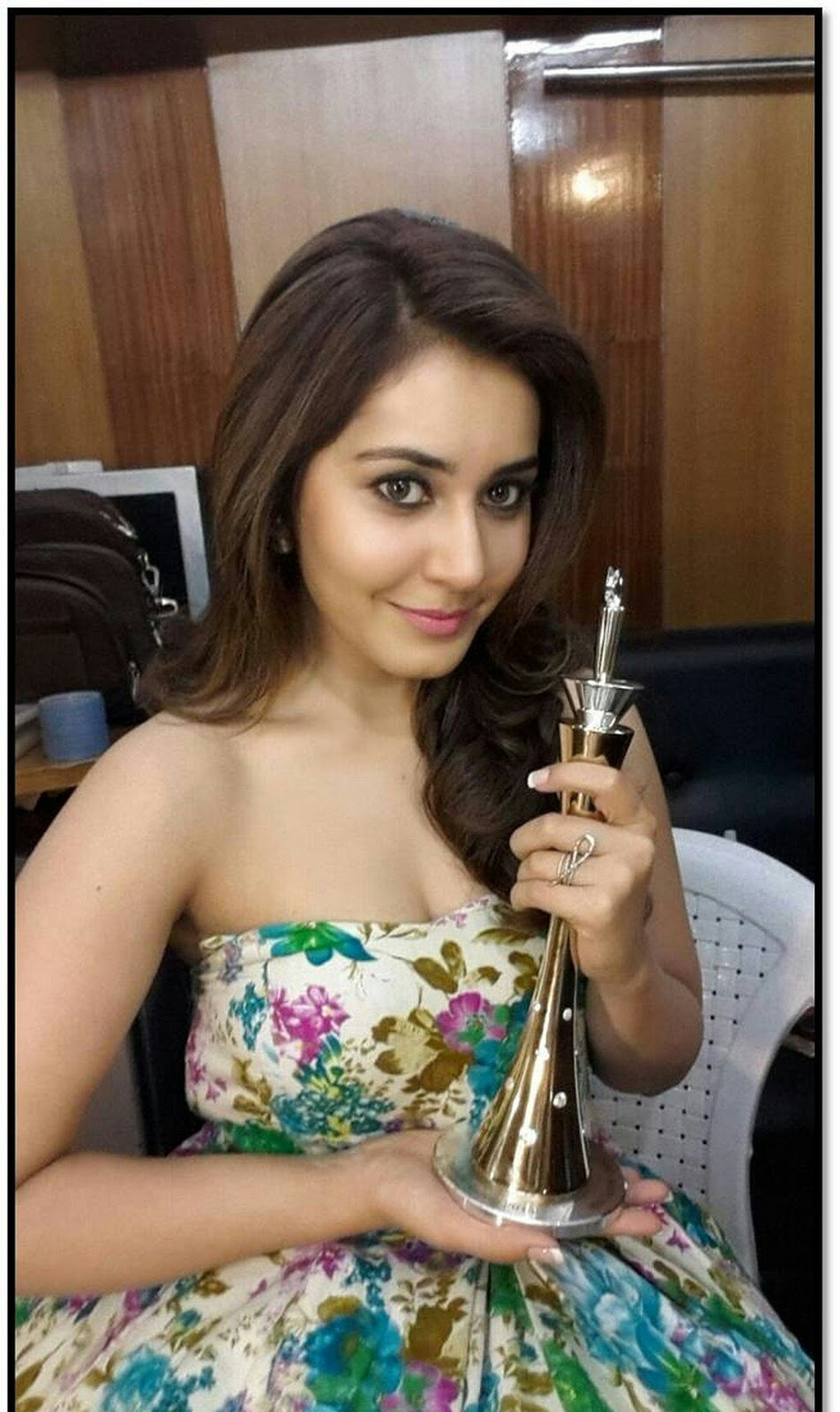 Rashi Khanna Latest Hot Photos 5 1 - Rashi Khanna Sexiest Cleavage Pictures Collection-Hot HD Photos