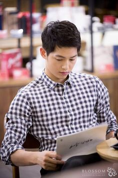Song Joongki reading script descendants of the sun