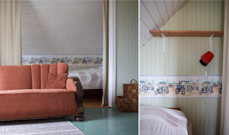 Vierashuone vanhassa talossa / hirsitalossa. Kirppissisustus. Lival seinävalaisin.