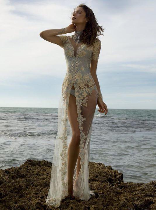 10 Model Kebaya Paling Sexy dan Berani   gebeet.com