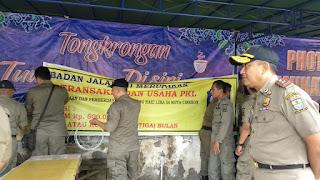 Temukan Fasilitas Ilegal Di Tenda PKL, Satpol PP Kota Cirebon Akan Cari Oknum Fasilitator