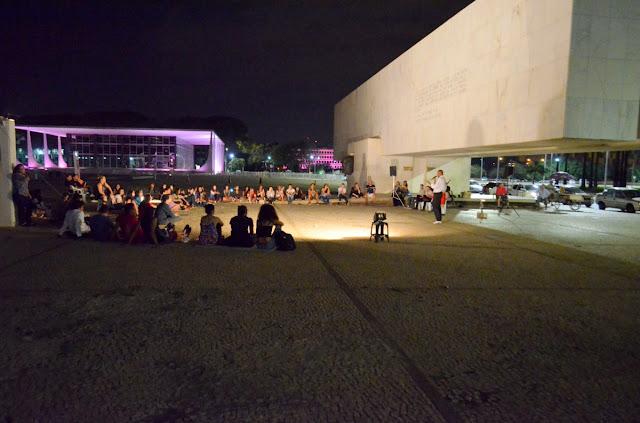 """A Praça dos Três Poderes foi palco de uma """"aula da saudade"""" Foto Joaquim Dantas"""