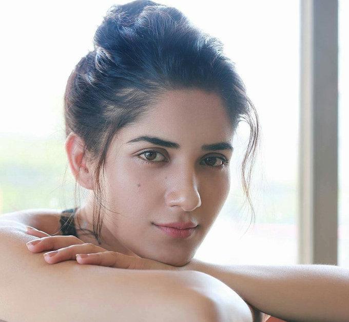 Ruhani Sharma Unseen Spicy Photos