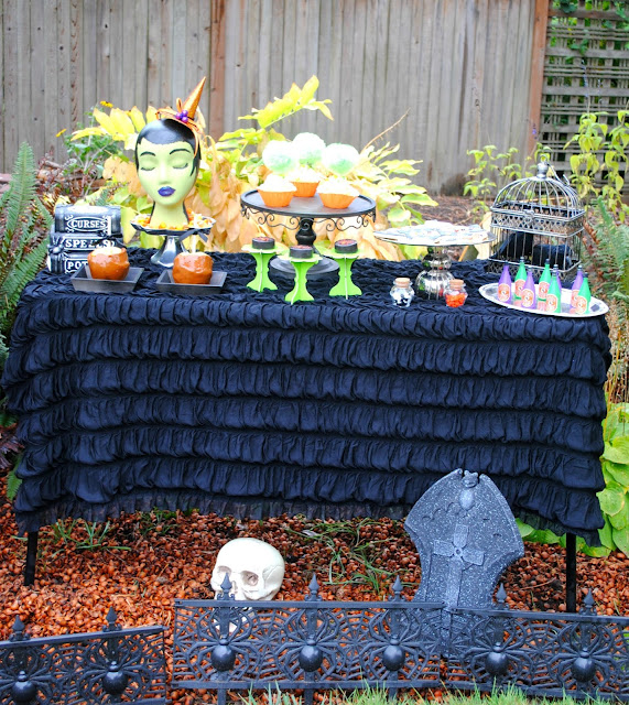 Halloween-dessert-table-party-inspiration