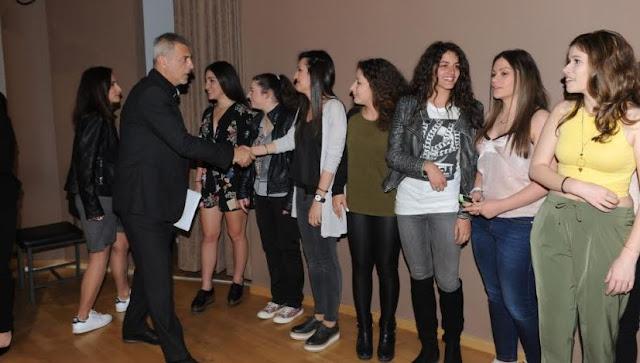 Ο Δήμαρχος Πειραιά βράβευσε επιτυχόντες μαθητές των Πανελληνίων Εξετάσεων 2016