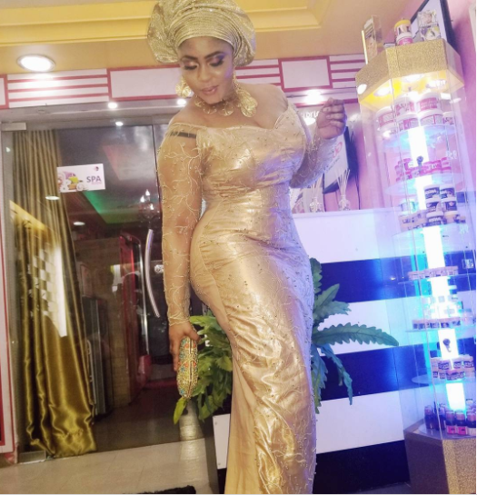 Actress Biodun Okeowo loses iPhone, promises to compensate whoever finds it