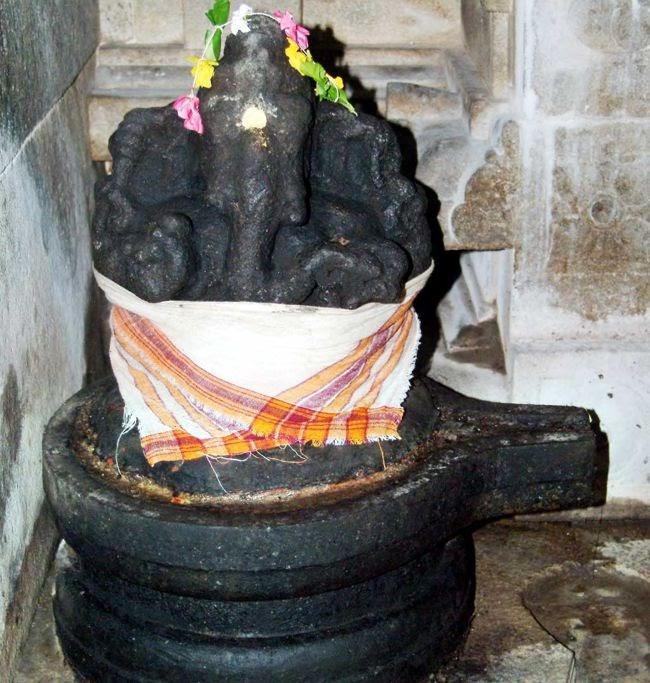 Avuday Vinayagar (Avudayar-the mount on which the Linga is placed)