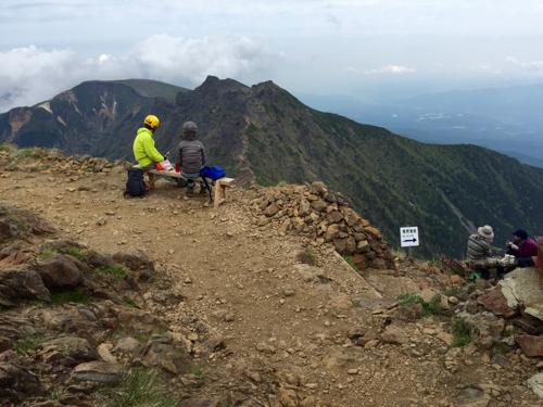 赤岳頂上山荘の休憩スペース
