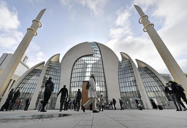 Γερμανία: Εξετάζει φόρο για τα τζαμιά - μπλόκο σε Ερντογάν