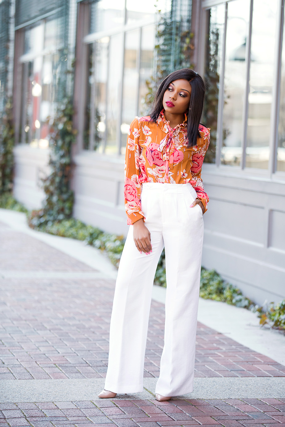 Ann Taylor floral top and white pants, www.jadore-fashion.com
