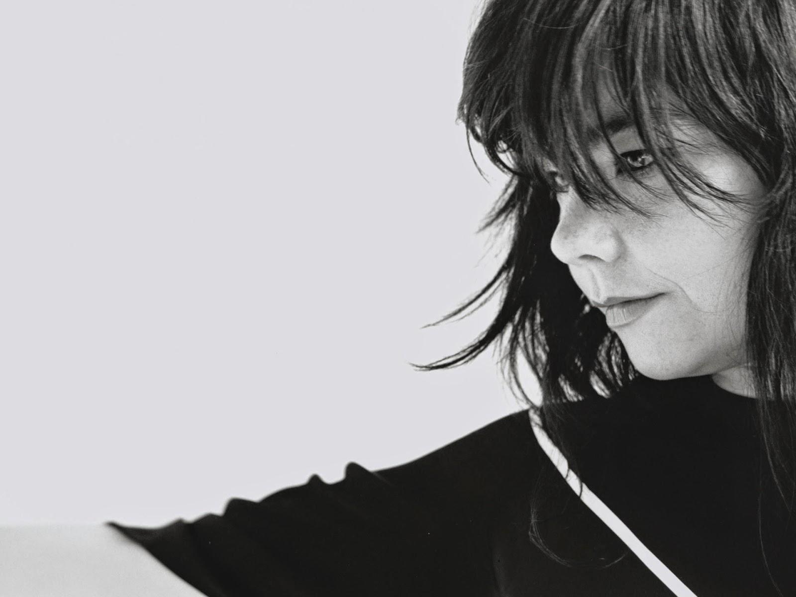 """Documental, que se grabó mientras Björk producía su proyecto musical """"Biophilia"""", explora de una forma innovadora la relación entre naturaleza, tecnología y música. Interviene además el antropólogo Oliver Sacks que habla de cómo afectan la música y los sonidos de la naturaleza a nuestro desarrollo cerebral y nuestro comportamiento. El título original de este documental es """"When Bjork met Attenborough"""""""