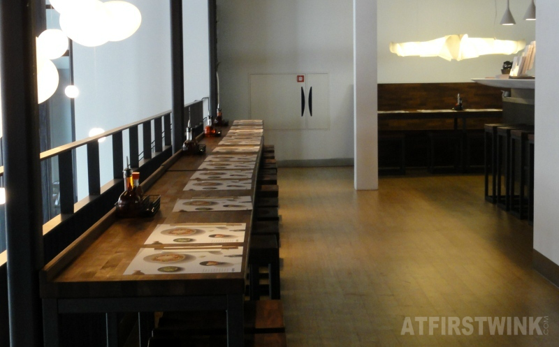 Wagamama Rotterdam witte de withstraat bar table