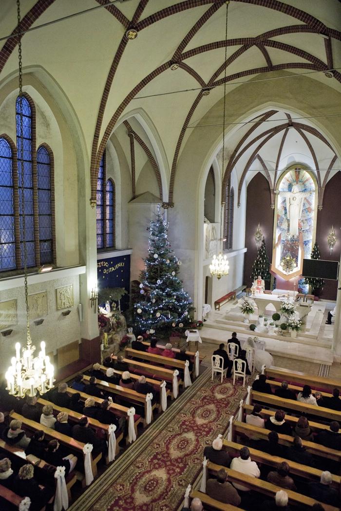 kościół, ślub, goście, choinki, zima