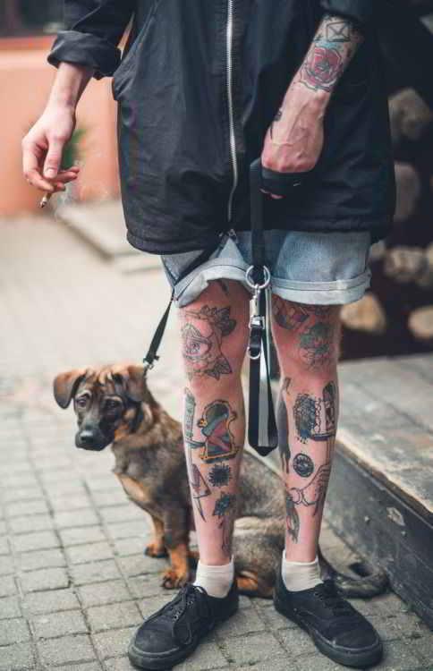 tatuajes tradicionales en las piernas para hombre