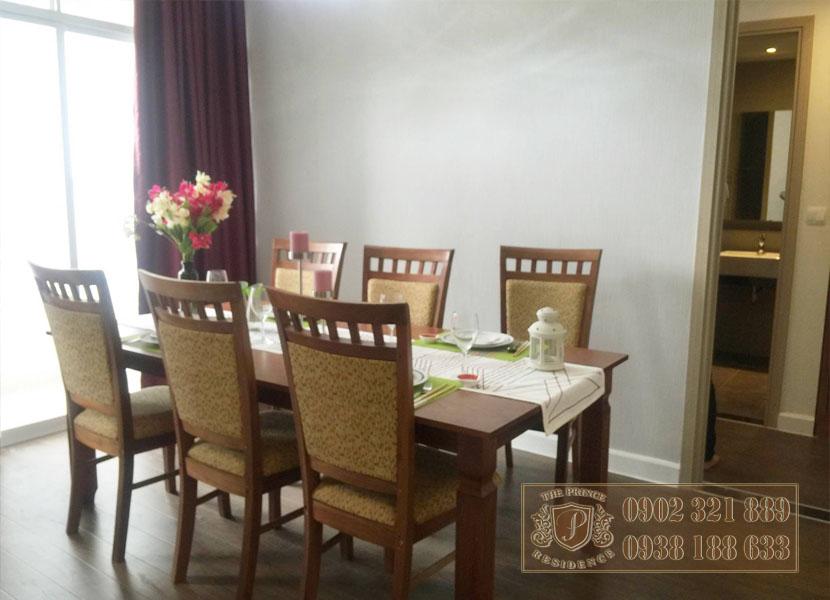 Bán căn hộ The Prince 2PN đường Nguyễn Văn Trỗi - bàn ăn