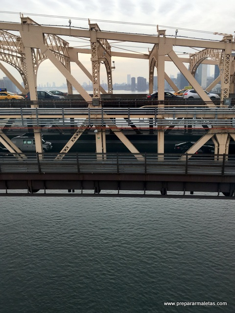 cruzando el río desde el teleférico new york