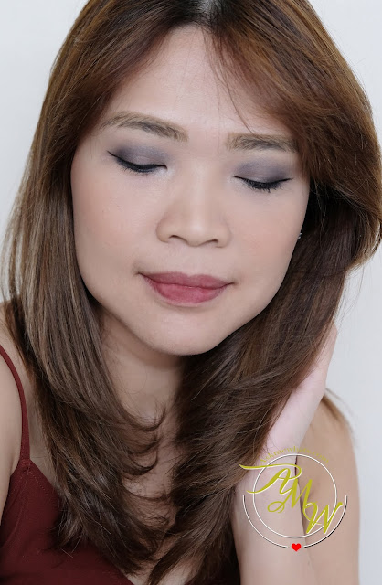 a photo of Yves Rocher Quad Eyeshadow Sumptuous Color in Gris Profound look.