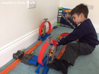 Hot Wheels Total Takeover track set review
