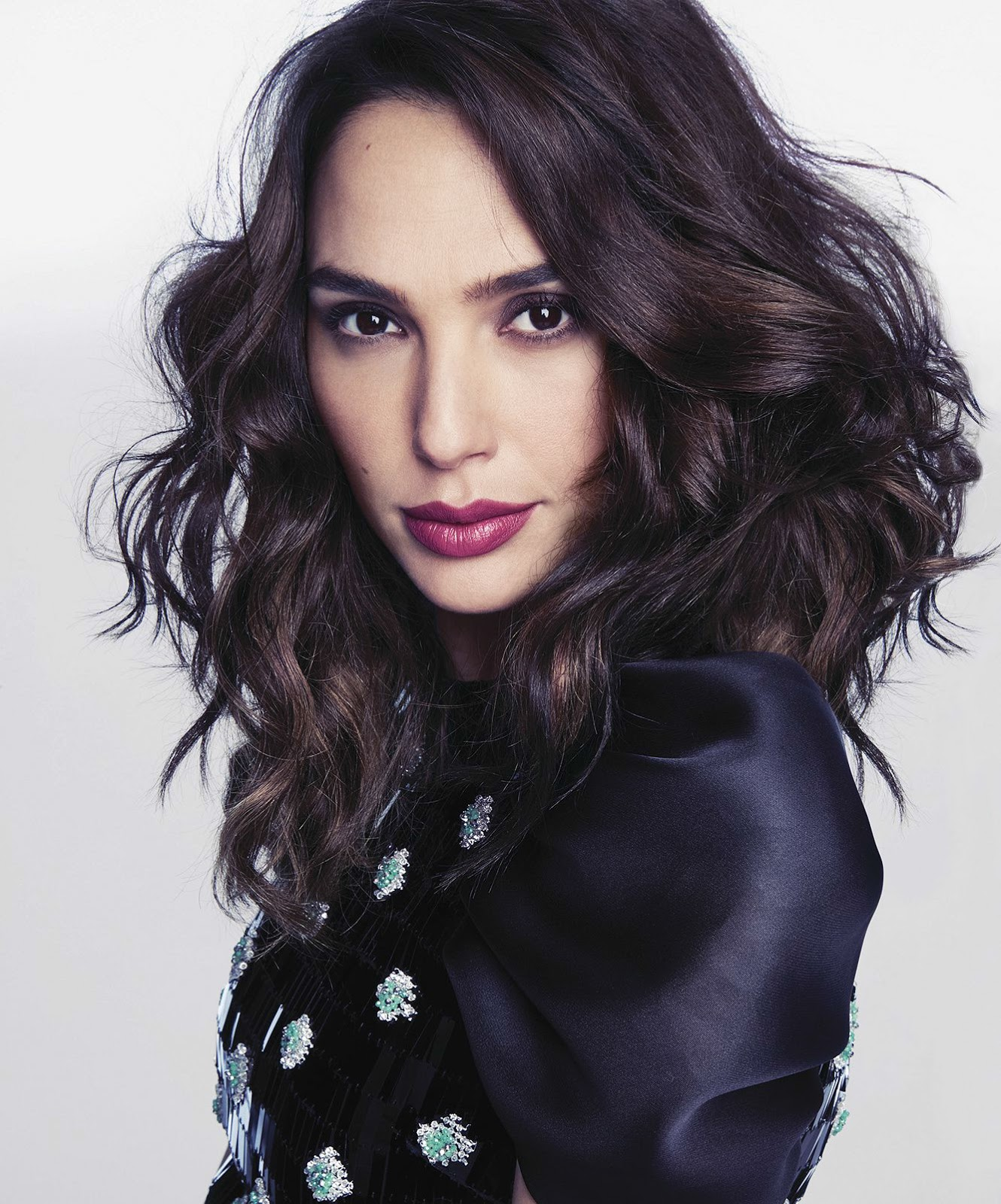 Fall And Winter Wallpaper Smile Gal Gadot In Marie Claire Us June 2017 By Tesh