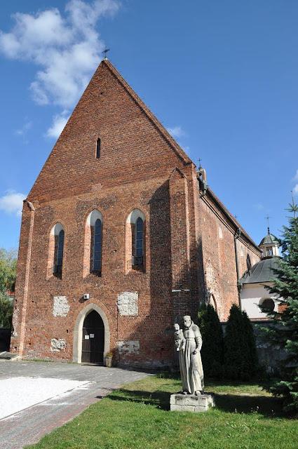 XIII wieczny kościół klasztorny (franciszkański) pw. św. Jana Chrzciciela w Zawichoście