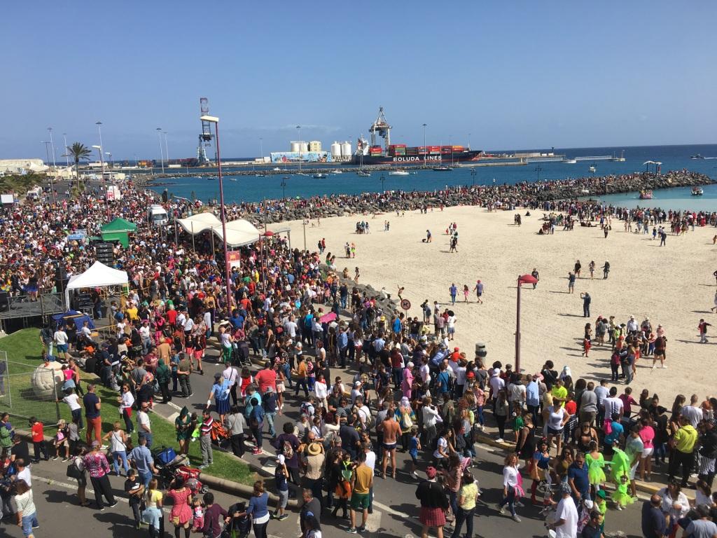 Puerto del rosario el carnaval de d a 2017 gana adeptos cada a o con los achipencos como - Pension puerto del rosario ...