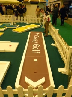 Minigolfer Richard Gottfried playing the UrbanCrazy Minigolf course at the 2012 London Golf Show
