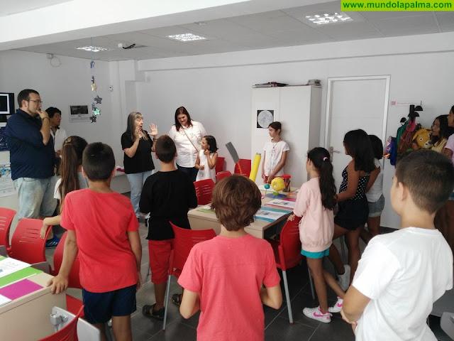 El Ayuntamiento colabora con la divulgación del pensamiento científico en dos talleres navideños para estudiantes