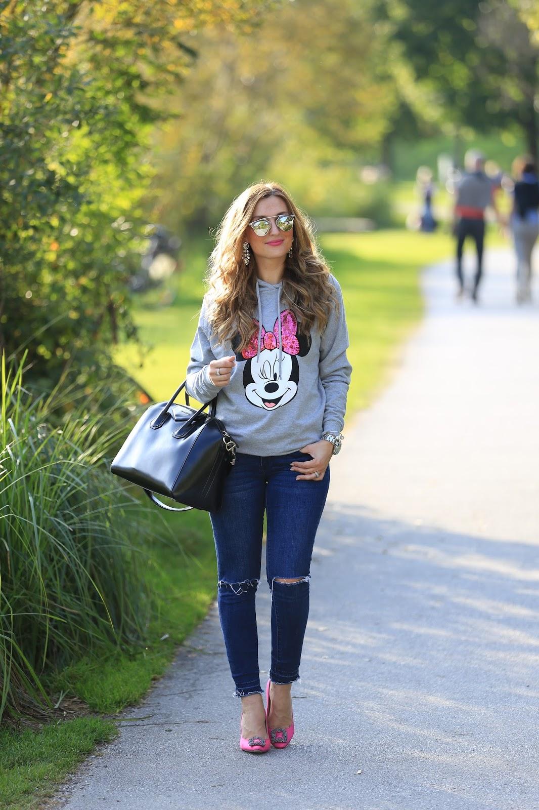 Colloseum-Mickey Mouse Pullover- grauer Pullover Blogger-Blogger aus Deutschland-Deutsche Fashionblogger -Fashionstylebyjohanna