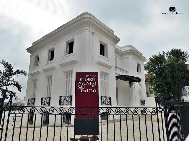 Vista ampla do casarão do Espaço Museu do Vinho de São Paulo - Parque das Flores - São Paulo