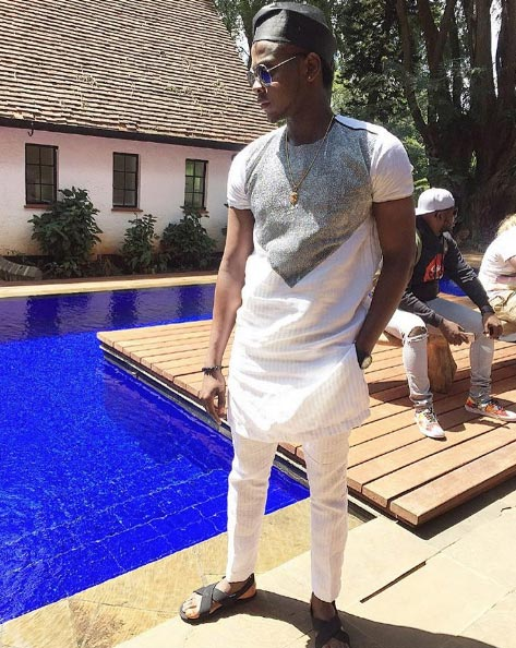Kiss Daniel looks dapper in agada and sandals