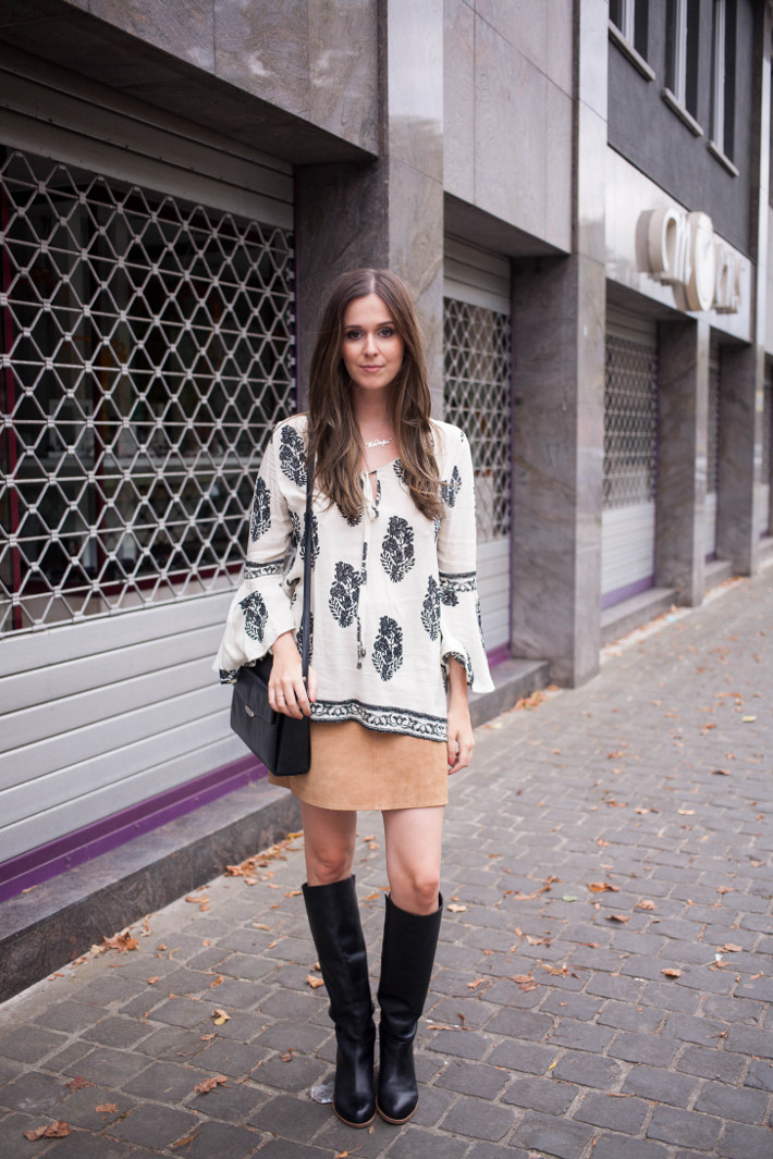 Outfit: 70s in bell sleeve blouse, suede mini skirt, knee high boots