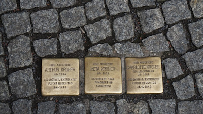 Placas de las víctimas del Holocausto
